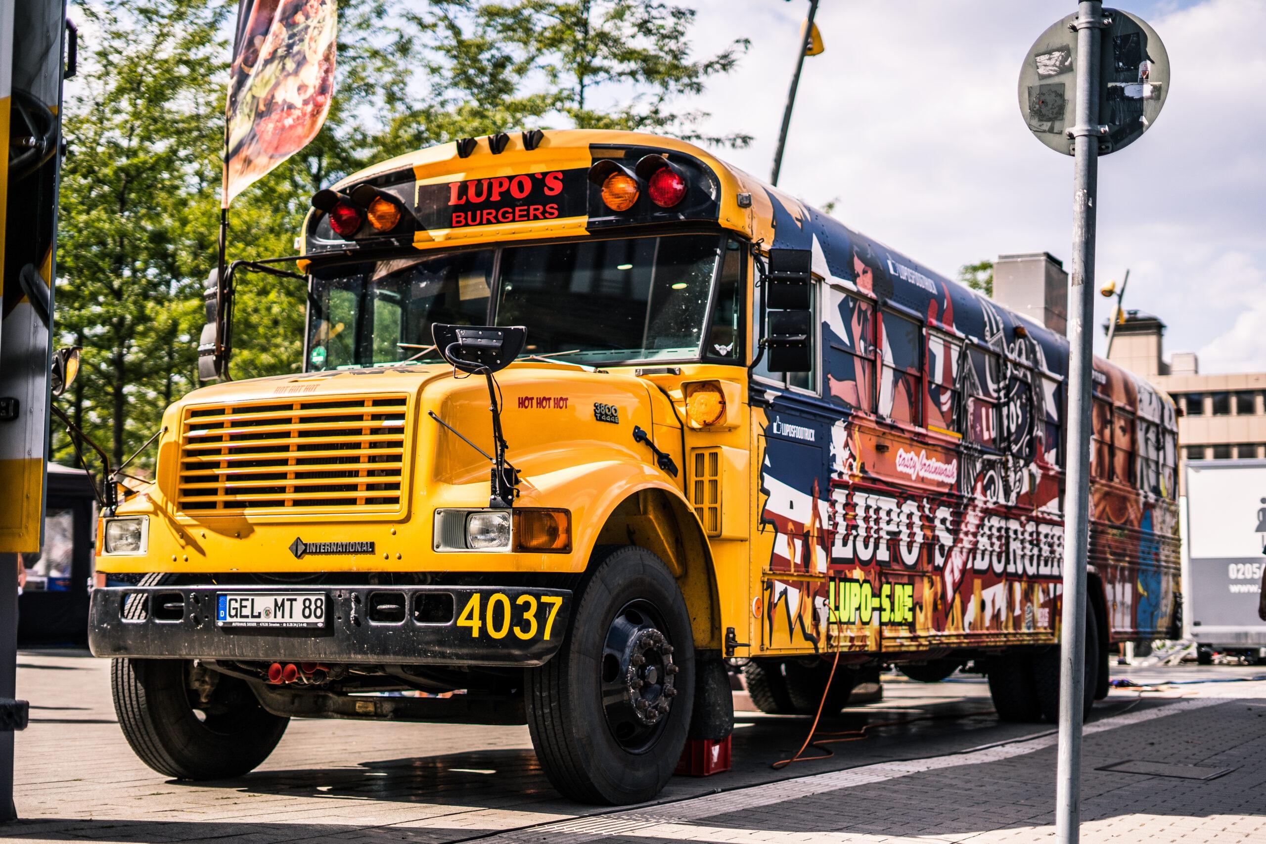 American Food Truck Schulbus bei Food Lovers in Dortmund